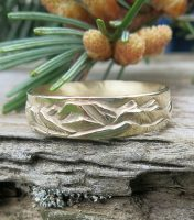 14 kt yellow gold Mountain Wedding Band