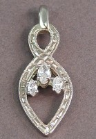 Recycled family jewelry in Infinity white gold pendant with diamonds