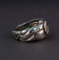 Photo of Sterling Octopus Potlatch Ring tentacle side view D317
