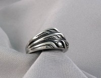 Photo of Walker-Goldsmiths-Cast-Sterling-Flicker-Ring-front-view